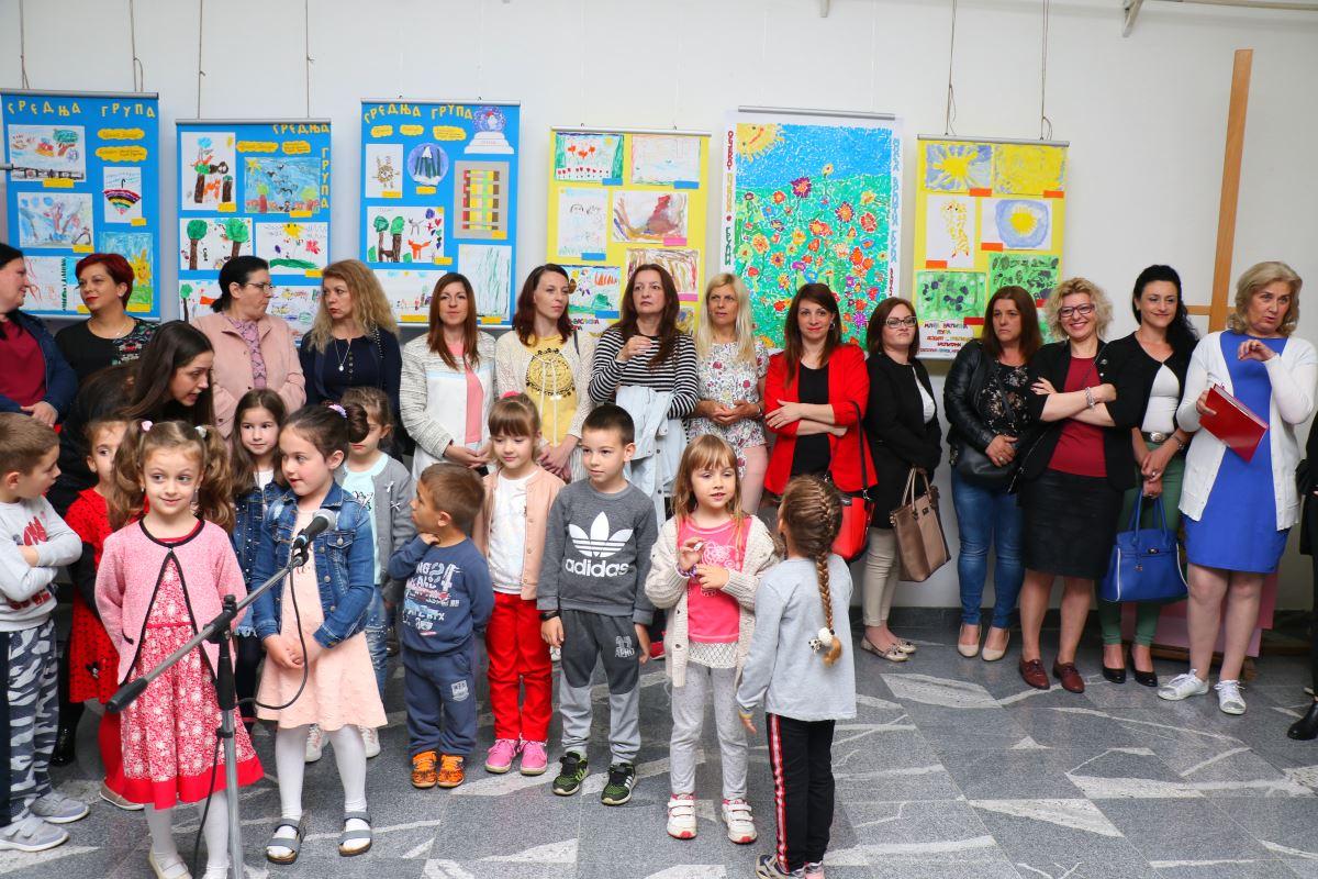 """Izložba radova mališana PU """"8. septembar"""" u dimitrovgradskoj galeriji - Far"""